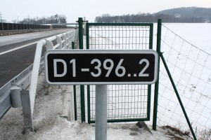 Identification number of the bridge/underpass, 325.6 km of Highway D1